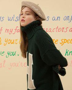 - HIGH TEEN 하이틴 무비에 나올법한 소녀의 옷장을 O!Oi의 감성으로 풀어내었습니다. -  H TURTLE NECK KNIT_green  HIGH TEEN WOLLEN BERET_beige - 금요일 저녁 공식 스토어에 예약발매 됩니다. 더 많은 룩북은  www.oi-oi.co.kr #oioi#oioikorea#oioishowroom#showroom#fashion#design#designer#brand#based#seoulbrand#koreabrand#kpopfashion#15fw#main#collection#highteen#lookbook#오아이오아이 by oioikorea