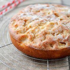 Découvrez la recette Gâteau aux pommes moelleux et ultra rapide sur cuisineactuelle.fr.