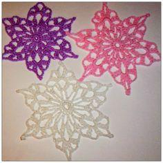 THREAD 'N' STITCHES: May Flower's 2014 Snowflake design #1