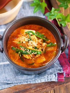 """野菜高騰時の救世主! お豆腐を使った 節約系おかずスープのご紹介です♪ 今回使用する食材は ひき肉・豆腐・キムチ・ニラと お財布にやさしいものばかり。 特に今お野菜が高いので 年中価格が安定している""""キムチ""""は 結構重宝します!(キムチはお野菜ですしね♪) とーっても簡単で ピリ辛こく旨で身体も芯からポカポカ♪ 機会がありましたら ぜひぜひお試しくださいね♡ Paleo Keto Recipes, Soup Recipes, Diet Recipes, Cooking Recipes, Asian Cooking, Healthy Cooking, Healthy Foods, One Pot Meals, Main Meals"""