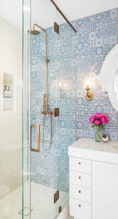 Is your residence in demand of a shower room remodel? Right Here are Impressive Small Shower Room Remodel Style, Ideas As Well As Tips To Make a Much better. Decorative Tile, Small Bathroom, House Design, Bathroom Inspiration, Bathroom Decor, Bathrooms Remodel, Tile Bathroom, House Interior, Contemporary Bathroom