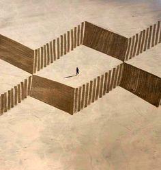 ジム・デネバンさんは砂の上に巨大なラインアートを描くアーティスト