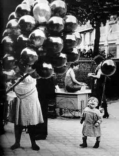 """""""Le premier Ballon au Parc Montsouris"""", Paris by George Brassai Old Pictures, Old Photos, Vintage Photographs, Vintage Photos, Street Photography, Art Photography, Brassai, Black And White Pictures, Vintage Children"""