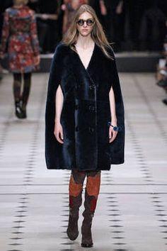 Burberry Prorsum - London Fashion Week 2015 - unsere Top 5 Shows: Fashion Week reiht sich an Fashion Week. Bevor es nächste Woche weitergeht mit dem Bericht über die Mailänder Modewoche, sind hier unsere Top 5 Favoriten der Fashion Shows aus London.