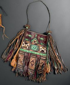 Africa | Bag from the Tuareg people of the Agadez region, Air, Nigeria | Camel leather, decorated with dyed goat leather, embroidery | H. 40.5 cm - L. 29.5 cm
