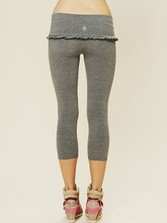 Watch The Perfect Leggings To Flatter Your Belly, Lengthen Your Legs, Keep Sweat Under Control, And More video