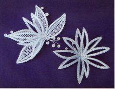 Preciosa verdad             Para mis compañeras del bolillos.  Aquí el patrón sacado de la red. Bobbin Lace Patterns, Lace Heart, Lace Jewelry, Lace Making, Irish Crochet, Needle And Thread, Lace Detail, Fascinator, Tatting