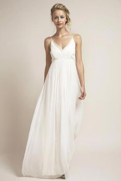 af285c3b99044 An all time favorite at Saja, this dress hits the right note with just  about every body type. Understated, romantic, ethereal and demure, it  encompasses all ...