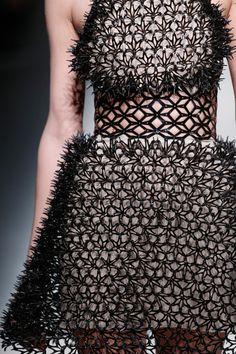 Terraforming Fashion by Iris van Herpen - Design Milk 3d Fashion, Catwalk Fashion, Fashion Details, Fashion Show, Fashion Design, 3d Printed Fashion, Iris Van Herpen, Textiles, Mode 3d
