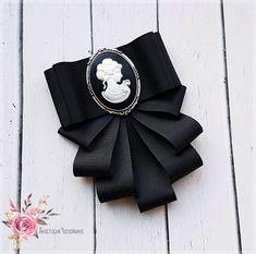 Брошь-жабо черная с камеей – купить в интернет-магазине на Ярмарке Мастеров с доставкой Ribbon Jewelry, Ribbon Art, Ribbon Crafts, Ribbon Bows, Ribbons, Faux Col, Band Kunst, Sewing Crafts, Sewing Projects