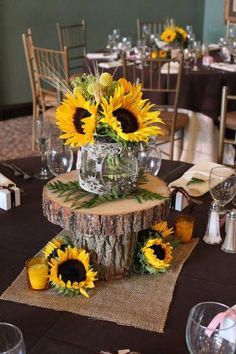 44 Sunflower Wedding ceremony Strategies You Can Make Yourself Wedding Table, Fall Wedding, Rustic Wedding, Our Wedding, Dream Wedding, Wedding Ideas, Wedding Ceremony, Western Wedding Centerpieces, Wedding Planning