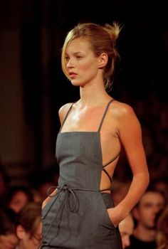 Kate Moss resurrected her French twist on the runway. A hairstylist tells us how to create a French twist, plus plenty of runway inspiration. 90s Fashion, Runway Fashion, High Fashion, Fashion Show, Vintage Fashion, Fashion Outfits, Fashion Tips, Fashion Styles, Frock Fashion