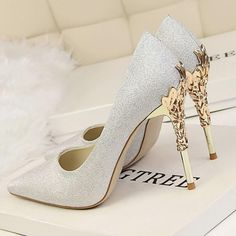 Red Heels Wedding, Wedding Shoes Bride, Wedding Shoes For Bridesmaids, Wedding Shoes Louboutin, Best Wedding Shoes, Wedding Heals, Outdoor Wedding Shoes, Best Bridal Shoes, Silver Wedding Shoes