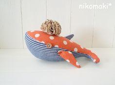minne(ミンネ)| SOLD OUT  水玉くじらのぬいぐるみ&ポンポンブローチ♪オレンジ