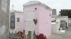 Marie Laveau's resting place coated in pink paint