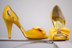 Sapato de noiva amarelo, combinando com o boquet. #sapato #shoes #amarelo #yellow #wedding #details #detalhes