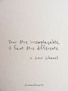 Etre irremplaçable - Fushion News Sad Quotes, Book Quotes, Words Quotes, Inspirational Quotes, Sayings, French Words, French Quotes, Cool Words, The Words