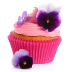 Fresh flower cupcakes ❤ liked on Polyvore featuring food, food and drink, cupcakes, backgrounds, flowers and filler