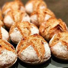 Bronzés make bread (bread without kneading) - Patachou, yum-yum and company Cooking Bread, Good Food, Yummy Food, Easy Bread, Football Food, Empanadas, Fall Recipes, Bakery, Food Porn