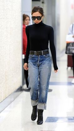 Victoria Beckham New Airport Look Dre Vergiss die Gamaschen! Victoria Beckham New Airport Look dreht sich alles um die Cozy Jean – Cool Style Forget the gaiters! Victoria Beckham New Airport Look is all about the Cozy Jean - Adrette Outfits, Jean Outfits, Casual Outfits, Fashion Outfits, Womens Fashion, Fashion Ideas, Casual Dressy, Casual Office, Ladies Fashion