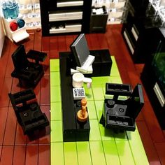 Dii office room Lego Office, Cool Lego Creations, Lego Stuff, Lego Instructions, Lego Building, Clever, Photo And Video, Toys, Projects