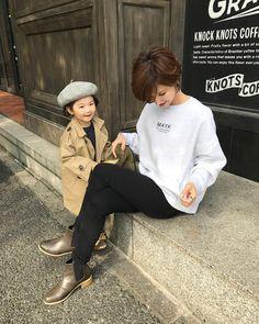 Pin on ヘアスタイル Short Grey Hair, Girl Short Hair, Short Girls, Short Hair Cuts, Pixie Styles, Short Hair Styles, Love Fashion, Korean Fashion, Popular Short Haircuts