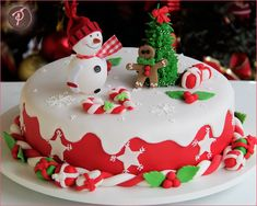 Christmas Cake Designs, Christmas Cake Topper, Christmas Cake Decorations, Holiday Cakes, Holiday Treats, Christmas Candy, Christmas Desserts, Christmas Baking, My Dream Cake