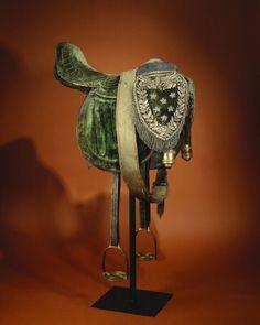SHORT DESCRIPTION English saddle, 1800s first half. NAME Owner: Magnus Brahe Sensors: Charles XIV John of Sweden-Norway (Bernadotte) DATING ...