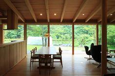 八ヶ岳 青柳の家|横内敏人建築設計事務所 Ceiling Finishes, Style Japonais, Cozy Fashion, Wooden House, Japanese House, House In The Woods, Interior And Exterior, Cottage, House Design