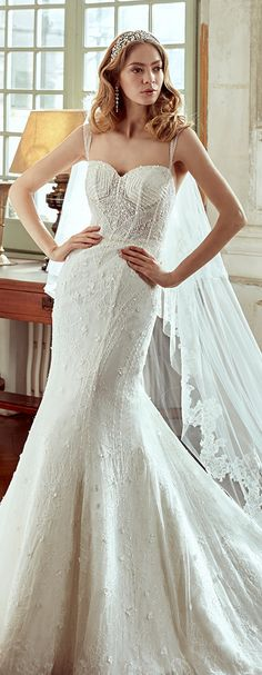Nicole Ivory mermaid gown, in tulle with chantilly beading lace and beading lines. Nicole 2017 Collection - Wedding dress