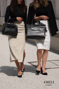 We love these classy black-and-white looks, accompanied with our CENTRAL and VIADUKT in black. The perfect minimal office outfits! Did you know that our handbags can be worn many different ways? Discover them now on our website! Business Outfits, Office Outfits, Zurich, Hermes Kelly, Business Women, Leather Handbags, Minimalism, Classy, Black And White