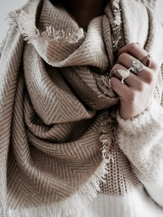mailles, pull tout doux, grosses mailles, pull mailles, pull grosses  maille, pull cocooning, autmun look, autumn outfit, winter look, big scarf,  scarf, ... c156f7a705e