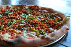 In honor of Vegan Pizza Day, a review of vegan pizza offerings at Blind Lady Ale House! / Vegenista