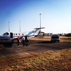 Our crew from #MountIsa has just landed in #Birdsville to assist racegoers this weekend. Director of Nursing at the Birdsville Clinic Andrew Cameron drove out to meet the aircraft and take our staff Flight Nurse Michelle Ball and Doctor David Morgan to the clinic. #birdsvilleraces by royalflyingdoc