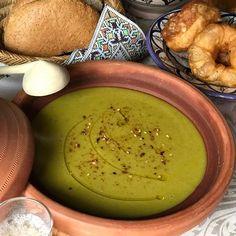 Marokkaanse Erwtensoep - Bisara - baysara is een populaire Marokkaanse gerecht. Er bestaat een zeer veelzeggende Marokkaanse uitdrukking. Bastilla, Couscous, Hummus, Slow Cooker, Spicy, Meals, Traditional, Ethnic Recipes, Food