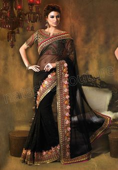 Loving the blouse! What a beautiful saree