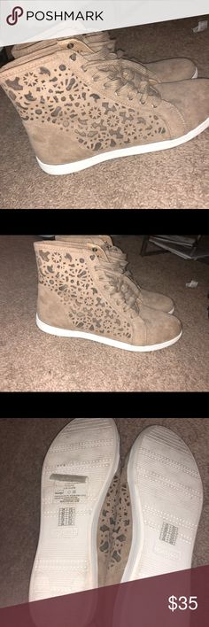 0003732b7a8a1c Hightop Shoes Only worn one time