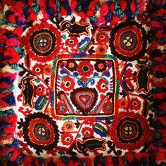 romanian Textiles, Textile Patterns, Print Patterns, Carpet Bag, Fabric Rug, Pattern Art, Painting & Drawing, Folk Art, Art Photography