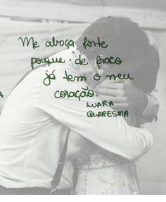 Me abraça forte porque