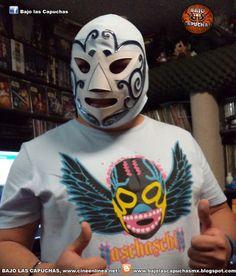 BAJO LAS CAPUCHAS  Máscara de Huracán Ramírez 19c2f0266a6