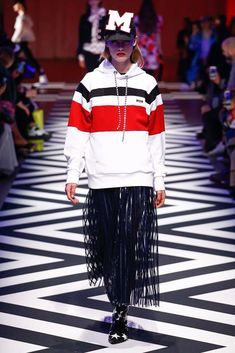 http://www.vogue.com/fashion-shows/fall-2017-ready-to-wear/msgm/slideshow/collection