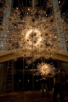 Swarovski has  collaborated with New York's Metropolitan  Opera to restore for the first time the eleven iconic crystal  chandeliers that grace the Grand Tier Restaurant and lobby of the world  famous opera house.