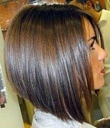 Bob hairstyles with movement and texture is in trends lately.Here we have rounded up Stacked Bob Haircut Pictures that you will love immediately. Bob Haircut For Round Face, Line Bob Haircut, Haircut For Thick Hair, Long Hair Cuts, Bob Hairstyles For Round Face, Short Cuts, Short Bob Round Face, Bobs For Thick Hair, Reverse Bob Haircut