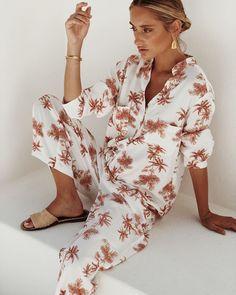 Pajama Suit, Summer Pajamas, Blazer Fashion, Sleepwear Women, Hello Gorgeous, Lounge Wear, Floral Tops, Street Style, Stylish