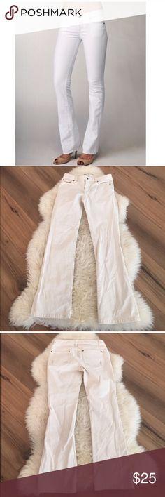 Michael kors white pants 99% cotton, 1% spandex. Inseam 30, across waist laying flat is 14 Michael Kors Pants