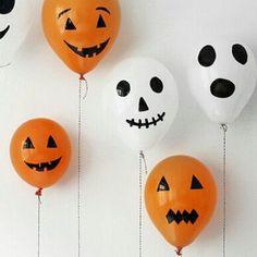 Heb je een etentje gepland op of rond Halloween? In plaats van het lekker basic te houden, haal je alles 'ns uit de kast en pimp je je woonkamer tot een echt spookhuis. Met deze spooky ballonnen ben je al goed op weg.