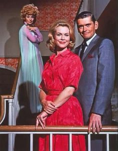 Samantha, Darrin & Endora Elizabeth Montgomery, Dick York and Agnes Moorehead Mr and Mrs Darrin Stephens welcoming Tabitha/Tabatha The Agnes Moorehead, Photo Vintage, Vintage Tv, Great Tv Shows, Old Tv Shows, Bewitched Tv Show, Bewitched Elizabeth Montgomery, Mejores Series Tv, Actrices Hollywood