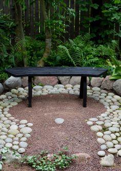 Viherpiha: Istahda penkille! 12 luonteikasta puutarhapenkkiä