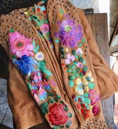 Floral art embroidery by Jo Jiménez