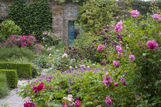 Today we're taking our garden inspiration from the famed gardens at Sissinghurst Castle, the former haunt of designer Vita Sackville-West.